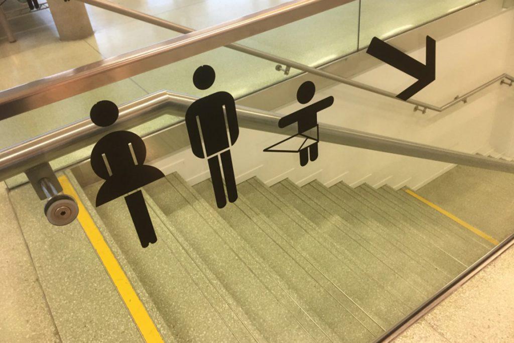 オーストリアのグラーツ空港 トイレのマーク