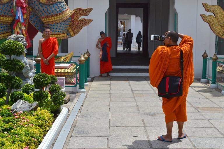 チャオプラヤ川を渡し舟でわたって、 仏塔「Wat Arun(ワット・アルン)」に、 行ってきました。