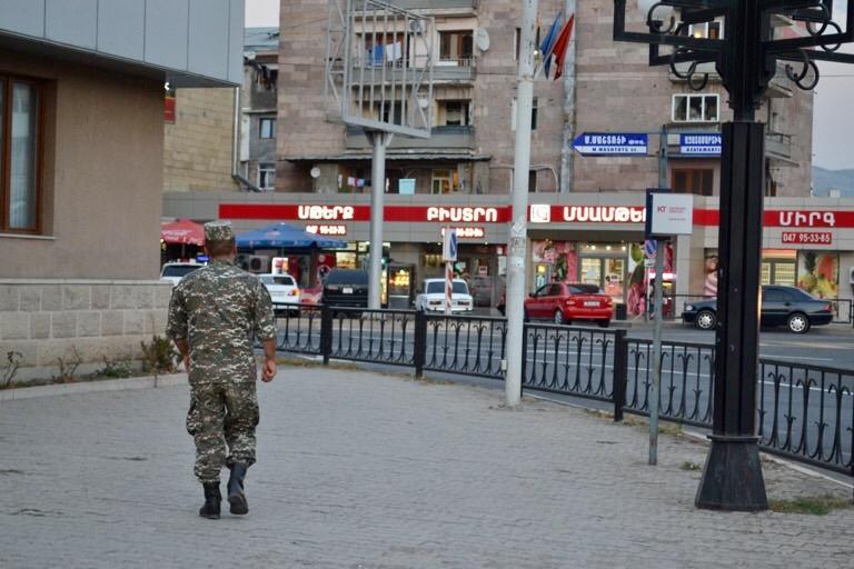 国として認められていない未承認国家の、 ナゴルノ・カラバフ。 国として認められていないといっても、 そこには、人がいて、暮らしがある。