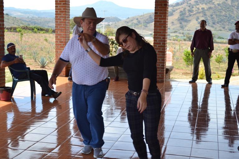 メキシコ テキーラ 工場見学 音楽 monkey climb