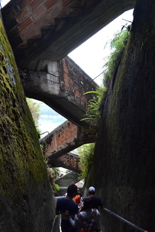 コロンビア グアタペ ピエドラ・デル・ペニョール monkey climb