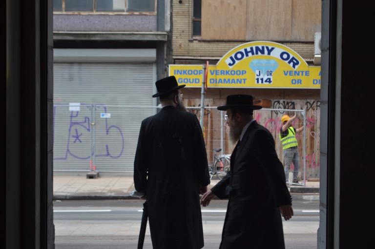 超正統派ユダヤ教徒の子どもたちは、 たいてい笑わない。